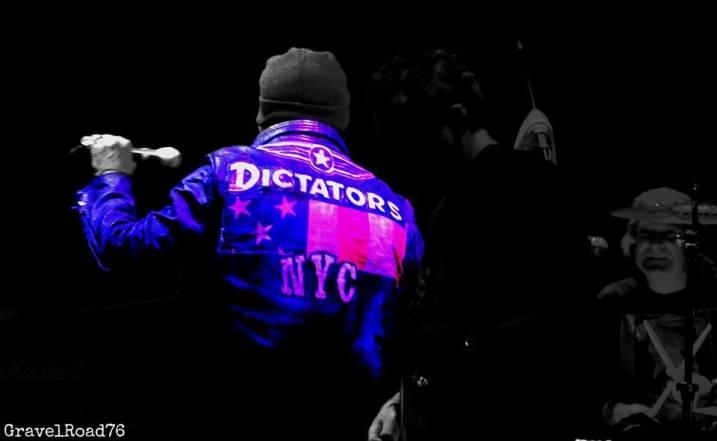 Dictators-chupa
