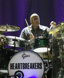 Steve-Ferrone_Sept.-11-2014_Holmdel-NJ_by-Chris-M.-Junior-832x1024