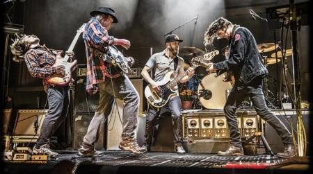 ICULT nuevas FOTOS de la gira de Neil Young