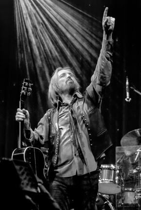 dec17_pg_obit_tom-petty-photo-by-steve-kalinsky_img_1870-1-1260